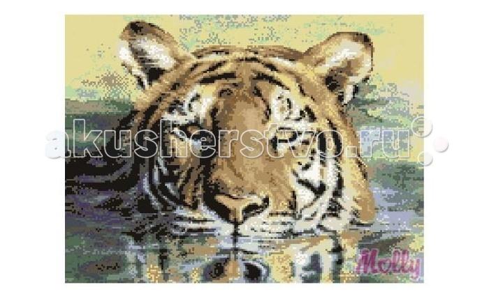 Molly Мозаичная картина Плывущий тигр 40х50 смМозаичная картина Плывущий тигр 40х50 смМозаичная картина Molly Плывущий тигр 40 х 50 см - оригинальный набор, позволяющий создать первую картину, благодаря поэтапной выкладке мозаикой полотна.    В наборе:    Тканевый холст с клеевым слоем и с нанесенной схемой рисунка  Металлический пинцет  Пластиковый контейнер для элементов мозаики  Специальный карандаш  Клей-липучка для карандаша  Комплект разноцветных мозаичных элементов диаметром 2.5 мм  Размер: 40 х 50 см Количество цветов: 23 Уровень сложности: трудный  Мозаичные картины – это: вид творчества и увлекательное времяпровождение, которое позволяет без специальной подготовки любому желающему создать яркую, переливающуюся всеми цветами радуги картину. не что иное, как эскиз будущего рисунка, контур, нанесенный на холст. Рисунок разбит на маркированные сегменты, обозначенные буквой или цифрой. Каждой цифре или букве соответствует определенный цвет мозаики.  Благодаря качественной шлифовке мозаичных элементов любая готовая картина выглядит просто потрясающе. Специальный пинцет в наборе и клеевая основа холста позволяет удобно, без использования дополнительных инструментов распределять мозаичные элементы на холсте.  Картины мозаикой красиво сверкают при любом освещении. Готовая картина, помещенная в раму, - это отличный выбор и красивое интерьерное украшение.<br>
