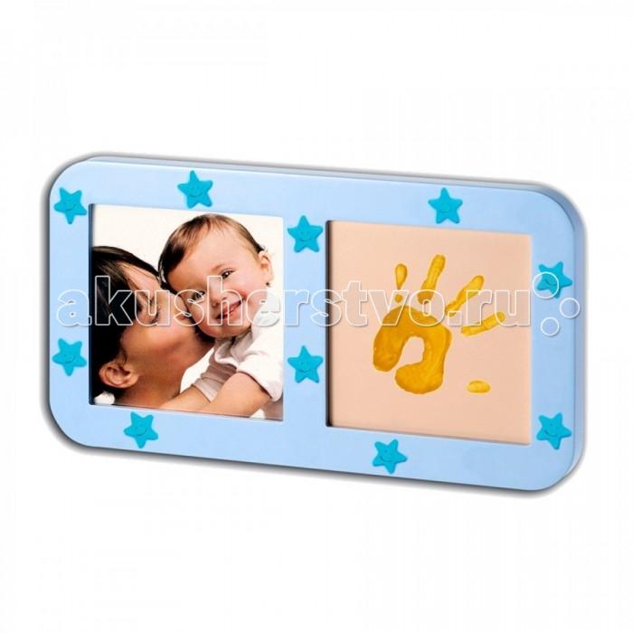 Baby Art Звездная рамочка с отпечаткомЗвездная рамочка с отпечаткомBaby Art Звездная рамочка с отпечатком.  Детство столь быстротечно, а детки так стремительно растут, что родители не успевают насладиться этой прекрасной порой жизни своего малыша. Остановить мгновение, сохранить дорогие сердцу моменты в памяти поможет набор Звездная рамочка с отпечатком, которая, в отличие от стандартных фоторамок, может разместить не только фото крохи, но и красочный отпечаток его ладошки или стопы. Рамочку можно украсить входящими в набор звёздочками, которые будут светиться в темноте мягким светом, украшая детскую комнатку. Клей для звезд входит в комплект.<br>
