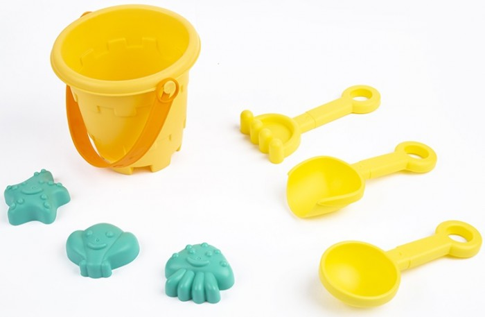 Игрушки в песочницу Maxitoys Набор для песочницы: ведерко, 2 лопатки, грабельки и 3 формочки karolina toys набор для песочницы замок 3 предмета