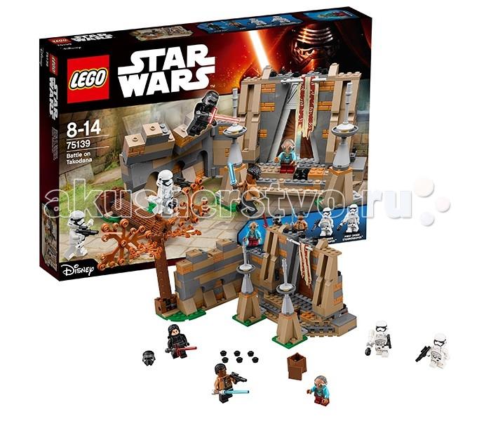 Конструктор Lego Star Wars 75139 Лего Звездные Войны Битва на планете ТакоданаStar Wars 75139 Лего Звездные Войны Битва на планете ТакоданаКонструктор Lego Star Wars 75139 Лего Звездные Войны Битва на планете Такодана   После того, как Хан Соло узнал о череде событий, связывающих бывшую мусорщицу Рей и новоиспечённого члена Сопротивления Финна, он решил отправиться на планету Такодана. Здесь среди густых лесов располагался необычный дворец, ставший пристанищем для головорезов и контрабандистов со всей Галактики. На протяжении тысячи лет им покровительствовала Маз Каната – умудрённая жизнью пиратка, способная видеть людей насквозь. Она могла дать дельный совет или подсказать, как добиться намеченной цели.   Сама Каната выдерживала нейтралитет. Она не воевала на стороне Сопротивления, хотя и не скрывала своего отвращения к Первому Ордену. Среди постояльцев её дворца были шпионы и с той и с другой стороны, поэтому о появлении Хана Соло и его спутников стало быстро известно и Кайло Рену и Лее Органе. Рен добрался до планеты первым и в сопровождении отряда штурмовиков напал на дворец. В результате ожесточённого сражения он потерял многих бойцов, но смог пленить Рей и улететь с ней на своём шаттле.  Из деталей набора Лего 75139 Вы сможете построить детализированную модель дворца Маз Канаты. Его фасад выполнен из элементов тёмно-бежевого и серого цвета. Перед входом видны две колонны с высокими шпилями и развивающийся флаг. К главным воротам ведёт каменная лестница. Одна из её ступенек имеет функцию разрушения, которую можно применить во время перестрелки с штурмовиками Первого Ордена.   Главной особенностью дворца является его боковая стена, за которой спрятано несколько рычагов управления. Во-первых, они позволяют свалить растущее неподалёку дерево на головы врагов Сопротивления, а во-вторых – обрушить верхнюю кладку и создать преграду на пути Кайло Рена. Также стена может отодвигаться, давая возможность проникнуть в тайник и завладеть легендарным световым мечом.  Размер