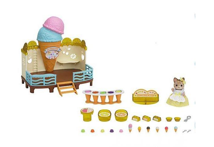 Sylvanian Families Набор Кафе-мороженоеНабор Кафе-мороженоеКак приятно в жаркий летний день охладиться порцией мороженого! Теперь на побережье открылось кафе-мороженое, где мама Полосатая кошка с радостью сделает мороженое на любой вкус! В наборе более 25 предметов.  В набор входят: здание кафе фигурка кошки (9 см) стойка с мороженым столик со стульчиками держатели для мороженого большое количество разных видов мороженого  Как и другие игровые наборы Sylvanian Families этот набор развивает у ребенка чувство ответственности и заботы, формирует представление о семейных ценностях.  Сказочный мир игровых наборов Sylvanian Families разнообразен - это всевозможные зверюшки, у каждого из которых есть собственный дом, семья, работа. Состав семей в игровых наборах Sylvanian Families не ограничивается стандартным «папа, мама, ребенок», здесь есть даже бабушки и дедушки. Герои игровых наборов Sylvanian Families разнообразны: кролики, еноты, медведи, мыши, ежи, белки и многие другие. Однако разнообразием героев мир игрушек Sylvanian Families не ограничивается. Дома, предметы мебели, игрушечная еда и многие другие аксессуары представлены в ассортименте игрушек Sylvanian Families.<br>