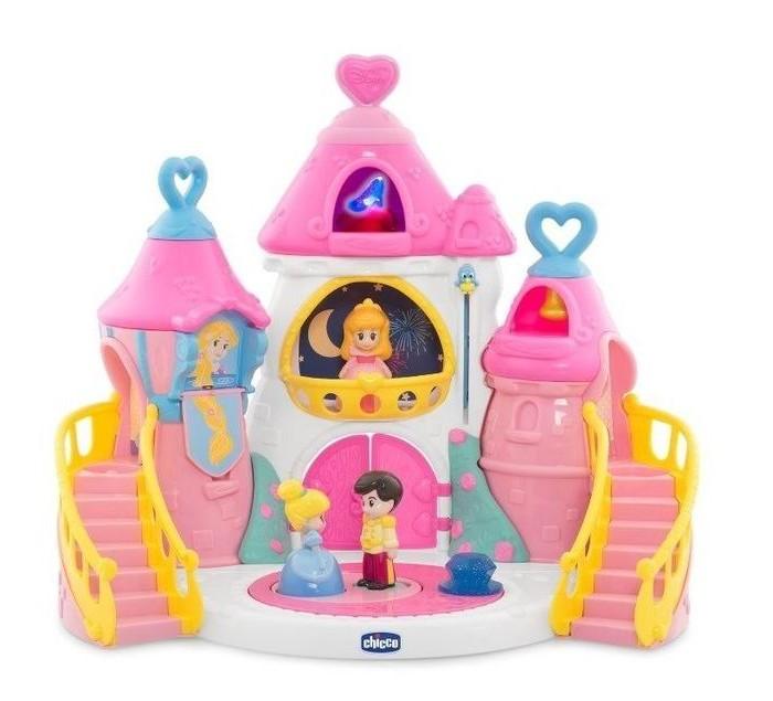 Chicco Волшебный замок Принцесс DisneyВолшебный замок Принцесс DisneyИгровой набор для девочек Chicco – это волшебный замок, где обитают принцессы Дисней. Замок разделен на 2 половины, в нем прекрасно уживаются две принцессы: Золушка и Спящая Красавица.  Особенности замка Chicco: Игровое пространство позволяет обыгрывать волшебные истории Disney. Электронные игры развивают воображение ребенка, зрительное и слуховое восприятие. Замок оснащен световыми и звуковыми эффектами. Танцплощадка для принца и Золушки: танцующая пара, звуки вальса. Нажмите на сердечко: туфелька начинает светиться, звучит музыка. Наличие лифта: поднимается и опускается. Когда принц находится на площадке под окнами Рапунцель, принцесса сбрасывает свои волосы вниз. Двери открываются: звучит духовой оркестр.  Для работы электронных функций замка приобретите батарейки: 3 шт. типа ААА.  Комплектация набора: 4 комплектующих замка 3 игровые фигурки аксессуары инструкция  Размер замка 58х28.5х34 см<br>
