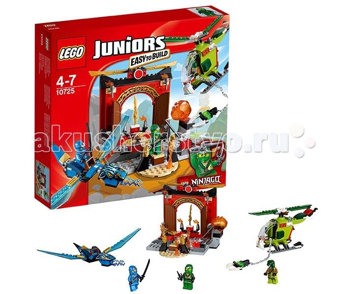 Конструктор Lego Juniors 10725 Лего Джуниорс Затерянный храмJuniors 10725 Лего Джуниорс Затерянный храмКонструктор Lego Juniors 10725 Лего Джуниорс Затерянный храм   В затерянном храме ниндзя хранится могущественное оружие – золотой меч стихии Огня. Стать его обладателям мечтают многие герои, но добраться до храма и преодолеть все препятствия под силу далеко не каждому. Для этой сложной миссии клан змей построил боевой вертолёт с множеством активных функций. Его корпус выполнен из ярко-зелёных деталей с добавлением контрастных красных элементов. Спереди располагается кабина пилота, прикрытая прозрачным ветровым стеклом. Подняв его, можно заглянуть внутрь кабина и рассмотреть приборную панель и рычаги управления. На крыше вертолёта установлен вращающийся двухлопастной винт, а под днищем закреплено полозное шасси. Главными особенностями змеиного летательного аппарата являются гибкий хвост, выполняющий функцию руля, и цепкий хват, предназначенный для сражений с противниками или похищения золотого меча.  Чтобы защитить древний храм от разграбления Ллойд и Джей решили объединить усилия. Зелёный ниндзя занялся пешим патрулированием территорий, а ниндзя Молний воспользовался помощью дракона, обладающего подвижными голубыми крыльями, острым хвостом и разноцветными молниями, вырывающимися их пасти. Теперь змеиные захватчики получат достойный отпор!  Также из деталей набора Лего 10725 можно построить храм ниндзя с изогнутой крышей, украшенной золотыми лезвиями, горящими факелами, языками пламени, золотыми статуями драконов и опасным мостиком, окружённым несколькими ловушками.  Размер змеиного вертолёта в собранном виде составляет 8х11х3 см, размер дракона Джея – 4х18х23 см, размер храма – 13х16х16 см.  Количество деталей: 172 шт.<br>