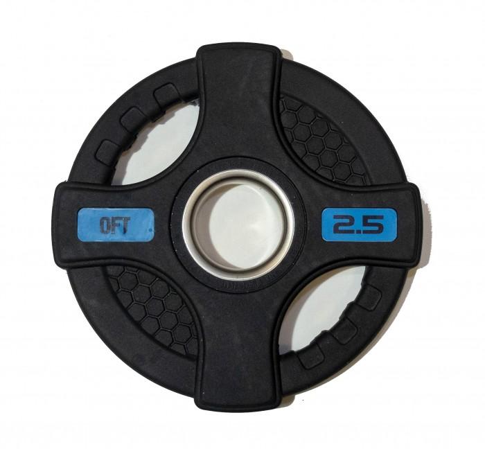 Спортивный инвентарь Original FitTools Диск олимпийский обрезиненный с двумя хватами 2.5 кг диск обрезиненный original fit tools олимпийский черный с двумя хватами 10 кг