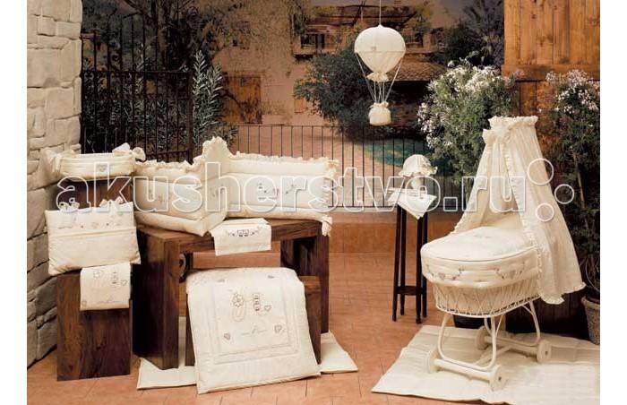 Одеяло BabyPiu Amore - комплект: мягкий бортик + одеяло с вышивкойAmore - комплект: мягкий бортик + одеяло с вышивкойКоллекция постельных принадлежностей Babypiu разработана и реализована по эксклюзивным дизайнам.  Комплект постельного белья Babypiu 4 времени годавыполнен из тканей первого сорта, отличается мягкостью для нежной кожи малыша.Ткань вышитый батист.  На одеялке кружева и вышивка.  На бортиках - три вышивки.  Высокое качество пошива белья от настоящих итальянских мастеров!<br>