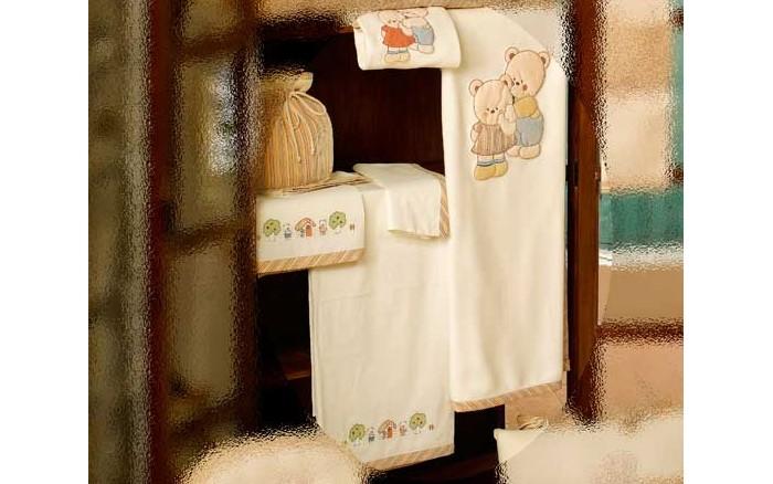 Постельное белье BabyPiu Biba - комплект: простынь д/матраса, простынь д/одеяла, наволочкаBiba - комплект: простынь д/матраса, простынь д/одеяла, наволочкаТкань окрашенная с тиснением и линиями. Центральная вышивка на одеялке и двойная аппликация на бортиках.<br>