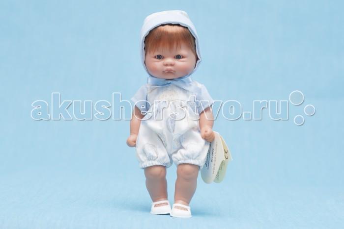 ASI Кукла пупсик 20 см 112941Кукла пупсик 20 см 112941Пупсик, размер 20 см, выполнен из винила, короткие рыжие волосы, в голубом комбинезоне и шапочке, в красивой подарочной коробке.<br>