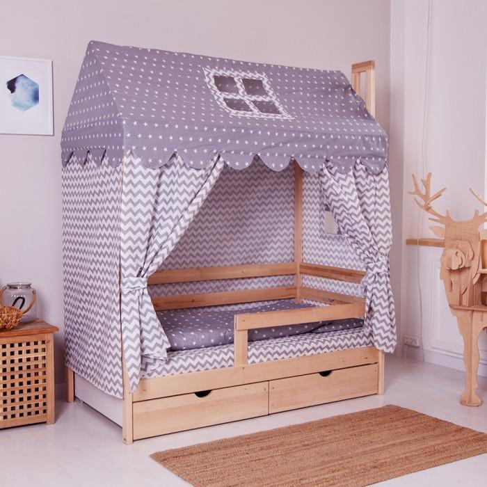 Комплект в кроватку Incanto Домик (6 предметов)Комплекты в кроватку<br>Incanto Комплект в кроватку Домик (6 предметов)  Комплект создает для Вашего ребенка уют, комфорт и безопасную среду с рождения; современный дизайн и цветовые сочетания помогают ребенку адаптироваться в новом для него мире. Комплекты хорошо вписываются в интерьер как детской комнаты, так и спальни родителей.   Используемые ткани устойчивы к частым стиркам, не линяют и долго сохраняют первоначальный внешний вид. В качестве наполнителя используется холлофайбер.  Балдахин тент-палатка Наволочка 40/60 см Подушка 38/58 см Пододеяльник 145/110 см Одеяло 140/108 см Простынь 105/200 см Ткань бязь, наполнитель: холлофайбер