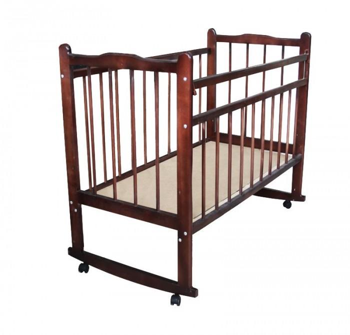 Детская кроватка Уренская мебельная фабрика Мишутка 14 качалкаМишутка 14 качалкаДетская кроватка Уренская мебельная фабрика Мишутка 14 качалка  Кроватка детская Мишутка 14 (колесо, ящик) предназначена для детей от рождения до 5 лет. Эта кроватка отлично выполнит свою главную функцию – спального места для ребенка. Кроватка сделана полностью из массива дерева (берёза). Дерево, как известно – лучший материал для детской мебели, экологически чистый, безопасный для ребёнка. Поверхность гладкая, хорошо обработана. Все углы и кромки скруглены, что, конечно, повышает травмобезопасность.  Все четыре стенки кровати выполнены из реек, что обеспечивает необходимую вентиляцию спального места, а также хороший обзор, как для родителей, так и для ребёнка. Жесткое основание спального места делает сон ребёнка более здоровым и полезным для позвоночника. Основание кровати имеет два фиксированных положения по высоте. Первые полгода он будет спать на более высоком уровне, потом вы опустите ортопедическое ложе пониже. Размер основания 120х60см. В кроватке предусмотрена опускаемая боковая стенка, весьма удобно брать малыша на ручки, и аккуратно класть его обратно. При желании её можно снять совсем, таким образом кроватка превратиться в уютный диванчик.  На ножках установлены колесики, с их помощью вы легко передвинете кроватку в любое место вашей квартиры. Встроенный вещевой ящик – одно из преимуществ этой кроватки. В него можно сложить как белье, так и одежду ребенка.  Особенности: Выполнена из натурального материала - массива березы; Изготовлена на импортном оборудовании с использованием экологически чистых материалов; 2 положения реечного ложе. Верхнее положение - для новорожденного и нижнее положение для детей, которые уже встают; Размер ложе 120х60 см; Механизм: колесо - для удобства передвижения по квартире; Опускаемая боковая стенка; Функционал диванчика;<br>