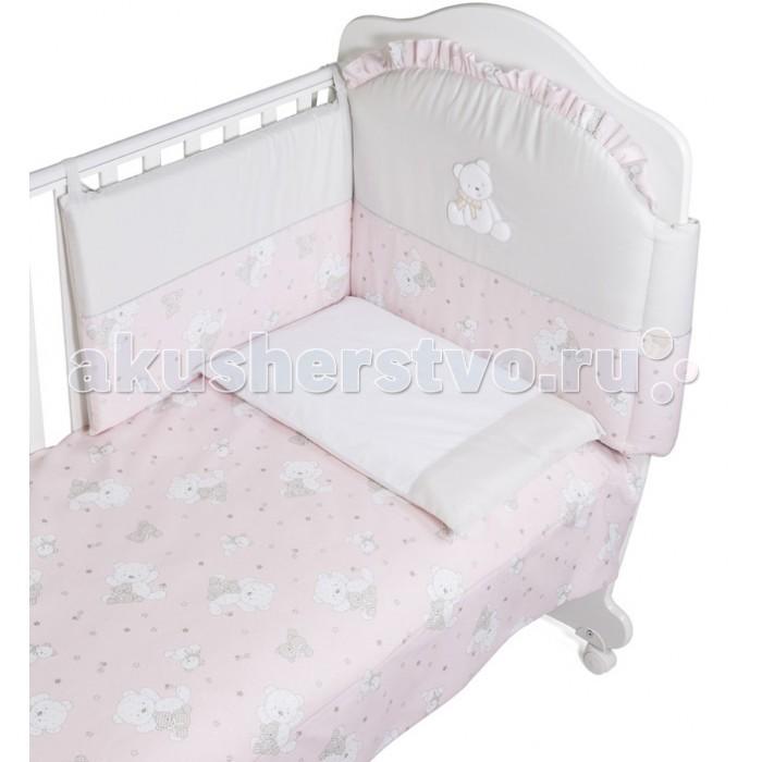 Комплект в кроватку Italbaby Baby Giltter (5 предметов)Baby Giltter (5 предметов)Комплект в кроватку Italbaby Baby Giltter (5 предметов) изготовлено из особой гипоаллергенной ткани.   Мягкий бампер украшает миниатюрная аппликация и игривая драпировка. Все белье сертифицировано и абсолютно безопасно для малыша.  В комплекте: мягкий бампер для бортиков кроватки простынь на резинке  (на матрас 63х125) наволочка на подушку стеганое одеяло (100х130 см) пододеяльник.<br>