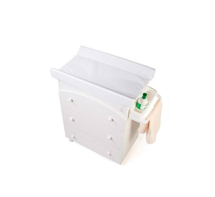 Комод Italbaby без декора (3 ящика)без декора (3 ящика)Комод Italbaby без декора (3 ящика) оснащен мягкой пеленальной накладкой, на которой удобно пеленать малыша или делать массаж. Под откидной крышкой располагается анатомическая ванночка для купания. Она легко вынимается и заполняется водой. Когда малыш подрастет, мягкая пеленальная накладка открепляется, ванночка вынимается – и комод превращается в в обычный комод для хранения детских вещей. В 4 вместительных ящиках комода легко уместится все необходимое.     Особенности: изготовлен в соответствии со всеми требованиями безопасности устойчивый прочный корпус         оборудован анатомической ванночкой со сливом и пеленальной доской имеет 3 вместительных выдвижных ящика для вещей малыша по истечении времени, когда малыш подрастает, ванночка и пеленальная доска убираются без ущерба для внешнего вида комода под откидной крышкой располагается удобная и просторная ванночка для купания четыре колесика, два из которых оснащены тормозами; колесики снимаются при необходимости комод легко собирается без использования инструментов изготовлен из качественных безопасных материалов: ДСП, лаки и краски, применяемые при производстве, нетоксичны и самого высокого качества соответствуют требованиям и инструкциям U.E. Размеры: 81х52х90 см<br>