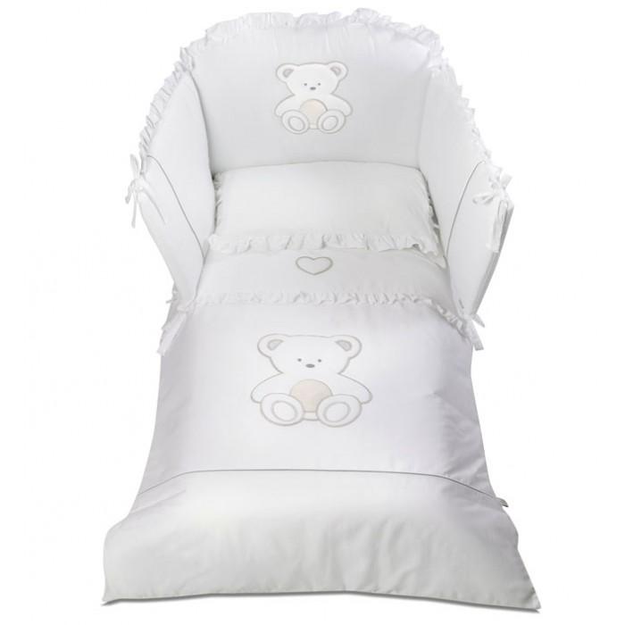 Комплект в кроватку Italbaby Peluche (5 предметов)Peluche (5 предметов)Комплект в кроватку Italbaby Peluche (5 предметов) из нежнейшего хлопка с веселым рисунком.  Все постельное белье изготовлено из гипоаллергенных материалов и полностью безопасно для малыша. Покрытие выполнено из нежнейшего 100% хлопка.   В комплекте: тонкое стеганое одеяло 75х130 см  пододеяльник 100х130 см  мягкий бампер 195х40 см  наволочка 40х60 см  простынь на резинке на матрас 125х60 -65 см.<br>