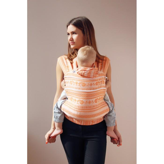 Рюкзак-кенгуру Karaush эргономичный Слинг Adel (растущий бэби)Рюкзаки-кенгуру<br>Karaush Эргономичный Слинг-рюкзак Adel (растущий бэби) подходит малышам от 4-6 месяцев ростом от 62 см до 2 лет.   Эргорюкзак с растущей спинкой может расти вместе с малышом. Это удобно, если вы планируете носить ребенка до возраста уверенного бегунка и вам сложно предсказать, как он будет расти.   Cоздан в соответствии с  рекомендациями Лиги слингоконсультантов. Ребенок в эргорюкзаке находится в физиологичной М-позиции. Три положения лицом к родителю: впереди, на бедре и за спиной.   Все эргорюкзаки изготовлены из той же ткани, что используется для производства слинг-шарфов. Слинговая ткань жаккардового плетения обеспечивает оптимальное распределение веса, поддержку позвоночнику малыша, как в слинг-шарфе. Благодаря бамбуку в составе, в эргорюкзаках не жарко при ношении под верхней одеждой зимой.   Благодаря плоским лямкам эргорюкзаки удобно носить в холодное время года как под одежду. Любителям носить детей поверх одежды зимой понравится растущая спинка: в расстегнутом виде она компенсирует объем верхней одежды малыша.   Размеры спинки модели Растущий Бэби: в сложенном виде 35х35 см  в разложенном виде 35х43 см В комплекте идет:  сумочка инструкция соединительная стропа