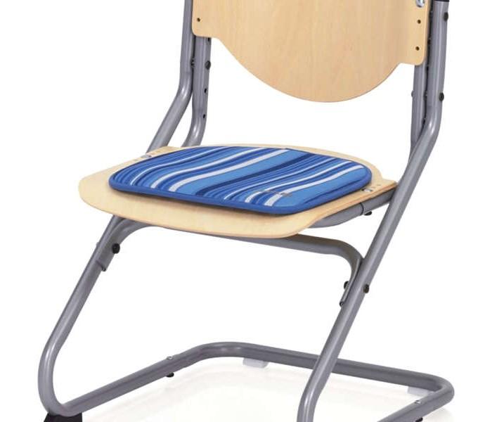 Kettler Подушка для стулаПодушка для стулаИдеальное дополнение для стульчика Chair.  Удобная подушка в различных вариантах цветов.  Эта подушка крепится на стул с помощью спец липучки.  Размер: 34 см х 34 см  Стирка при 30 °C<br>