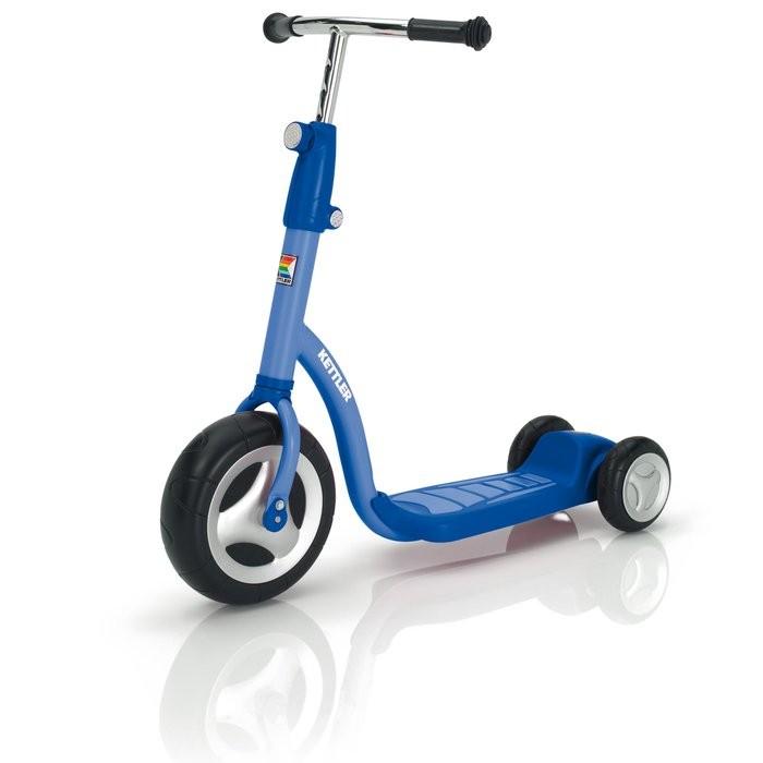 Трехколесный самокат Kettler ScooterScooterСамокат Kettler Scooter   Особенности: - Высокопрочная рама, покрытая невыгорающей краской - Регулировка руля по высоте - Широкое переднее колесо - 90 мм - Два задних колеса для устойчивости - 50 мм - Размер: 80х23х62-81 - Вес: 5.5кг - Производство: Kettler<br>