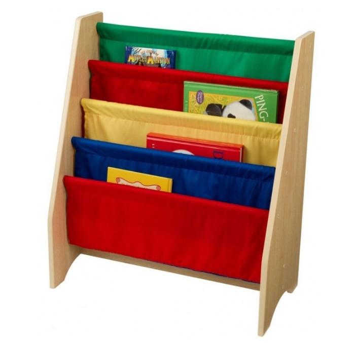 KidKraft Эксклюзивный книжный шкафЭксклюзивный книжный шкафKidKraft Эксклюзивный книжный шкаф с мягкими полками из хлопчатобумажных тканей очень удобно хранить первые книжки малыша.   Полки приятной пастельной расцветки, а значит, шкаф отлично будет смотреться в детской.   Размер: 61 х 30 х 71 см<br>