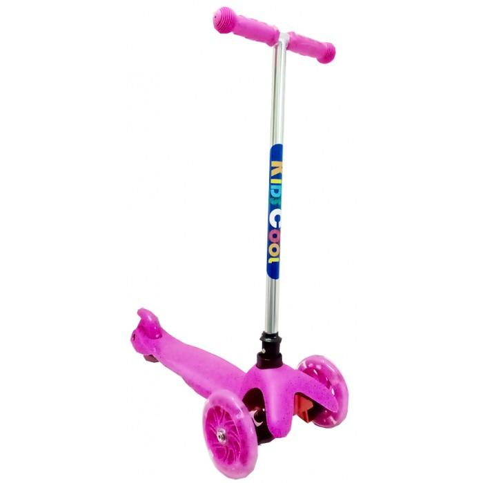 Трехколесный самокат KidsCool MS06 светящиеся колёсаMS06 светящиеся колёсаСамокат KidsCool MS06 - детский трехколесный самокат для детей от 5 лет, массой до 30 кг. Мягкие резиновые ручки. Очень легкий. Управлять этим самокатом малыш сможет легко и непринужденно, наклоняя ручку самоката влево или вправо при поворотах, благодаря уникальной запатентованной системе управления.   Особенности: руль, фиксированный по высоте колеса полиуретановые литые, цветные, светящиеся 120/110 х 24 мм вес 2,5 кг размеры 65 х 23 х 56 см.<br>