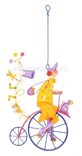 L'oiseau Bateau Triplette Подвесное украшение Девочка с обезьянкойTriplette Подвесное украшение Девочка с обезьянкойКоманда велосипедистов! Интересно в какое захватывающее путешествие мы направимся на диковинных велосипедах вместе?  Фантазийное подвесное украшение наполнит любой интерьер атмосферой романтики, освежит его, добавит красок. Послужит оригинальным подарком и ребёнку, для которого сможет стать источником вдохновения, и взрослому, которого сможет погрузить в мир прекрасных грёз...  Каждая деталь выполнена из металла (сталь) французскими ремесленниками вручную   Размеры: 30.5 см В х 18.5 см Д х 10.5 см Ш<br>