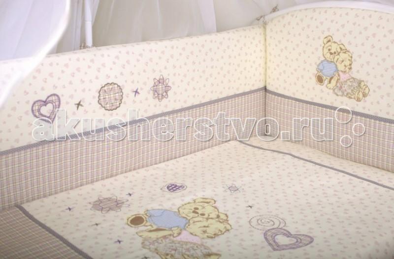Комплект в кроватку Lappetti  Тедди (6 предметов)Тедди (6 предметов)Комплект Тедди выполнен из высококачественной ткани – хлопчатобумажного сатина. Сатин – это одна из самых дорогих хлопковых тканей – она выглядит эффектно за счет плотного плетения, гладкой поверхности с отблеском и выдерживает большое количество стирок, сохраняя первоначальный внешний вид.  Нежный и очень удобный комплект постельного белья Тедди ТМ Lappetti выполнен из высокачественного сатина в спокойной бежевой гамме, украшен аппликацией из двух забавных мишек. Расскажите малышу о том, как мишки провели день - что они увидели нового, что узнали и чему научились. День закончился, они очень устали и им пора отдохнуть. И малышу тоже нужно отдохнуть, так как завтра его ждет новый день и новые открытия.  Наполнитель для бортов комплекта Lappetti - «Холлкон» - это упругое высокопрочное волокно, которое сохраняет форму на протяжении длительного времени, является гипоаллергенным материалом и обеспечивает микровентиляцию по всему периметру.  В комплект входит одеяло и подушка в хлопчатобумажных чехлах с наполнителем из бамбукового волокна.  Комплект подготовлен к стиркам в стиральной машине и к последующей глажке, это обеспечивается тем, что все детали комплекта съемные.   Комплект Lappetti очень практичен и идеально подходит для повседневного использования за счет выдержанной простоты кроя и декора, но в тоже время создает неповторимую атмосферу нежности и уюта в детской кроватке.  В комплект в кроватку входит:  Бортик 44х360 см Пододеяльник 147х112 см Наволочка 60х40 см Одеяло 140х110 см. Наполнитель: бамбук 40%, холлкон (ПЭ) 60% Подушка 60х40 см. Наполнитель: бамбук 40%, холлкон (ПЭ) 60% Простыня на резинке<br>