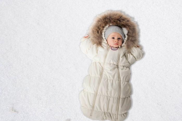 Lucky Child Комбинезон-конверт В1-1Комбинезон-конверт В1-1Lucky Child Комбинезон-конверт детский В1-1  Если Вы ожидаете появления малыша этой зимой, то первая вещь, которая Вам понадобится, - это уютный комбинезон-конверт.   Благодаря лёгкому и тёплому наполнителю Isosoft, он согреет Вашего кроху во время зимних прогулок.   Трикотажная подкладка из 100% хлопка с воздухопроницаемыми и водоотводными свойствами не позволит ему вспотеть, даже если малыш проспит на улице три часа.   Ручки младенца можно легко спрятать в отворачивающуюся «варежку». Капюшон оторочен натуральным мехом енота, внутри натуральная ткань.   Удобная двойная молния позволяет легко одеть и раздеть ребёнка или просто поменять подгузник и продолжить прогулку до -30°С   Состав: Утеплитель изософт 300 г, внутри подкладка - кулирка-хлопок 100%, мех натуральный енот, верхняя ткань полиэстер 100%  Ручная стирка при 30 градусах/не отбеливать/не отжимать, сушить в вертикальном положении<br>