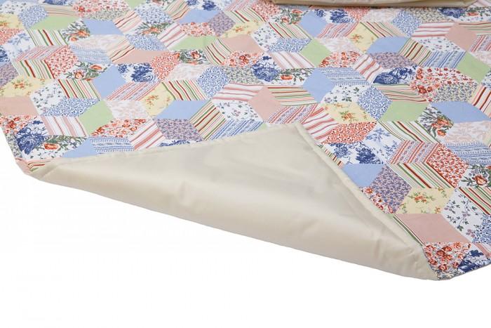 Одеяло Mammie термо для пикника с сумкой для мамытермо для пикника с сумкой для мамыДетское термоодеяло для пикника Mammie с сумкои&#774; для мамы  Красочный и легкий коврик станет незаменимой вещью в вашей семье как на совместных прогулках в парке, так и на пляже у моря.   Структура сэндвича, когда каждый слой отвечает за определенную функцию, наделяет термоодеяло уникальными качествами, которые обязательно придутся по душе вам и вашему малышу: поверхность одеяла сделана из 100%-го хлопка, внутренний слой 150-граммового утеплителя надежно защищает вашу семью на любых прохладных поверхностях, нижний слой выполнен из непромокаемой ткани Oxford. Ни мокрая трава, ни влажный песок не нарушат планов совместного отдыха на природе!  Размеры коврика позволяют комфортно разместиться на нем всей семьей. В сложенном же виде — он практически невесом, а удобная сумка с длинной ручкой, в которую коврик компактно складывается, позволяет маме в полной мере насладиться общением с малышом.<br>