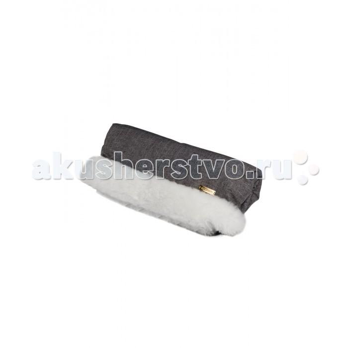 Mansita Муфта для рук сплошная МехМуфта для рук сплошная МехMansita Муфта для рук сплошная Мех выполнена  из австралийских овечьих шкурок, подойдет для длительных прогулок в холодное время года.   Особенности: Рекомендуемая температура для прогулок до -40C. Благодаря этому аксессуару руки всегда будут в тепле, защищены от ветра, снега и осадков, не придется касаться холодной ручки. Муфта продумана образом, что руки не соприкасаются с холодной ручкой коляски.  Внутри муфты имеется специальная меховая накладка, которая крепится поверх ручки коляски с помощью специальной ленты липучки Velcro.  По бокам муфта дополнительно фиксируется к ручке коляски. Подходят только для колясок со сплошным поручнем. Универсальный размер муфт подходит для мужчин и женщин. Наружная ткань c пропиткой Water Resist-Drop плотная, не продуваемая и не промокаемая. Материал: Верхняя ткань: водоотталкивающей ткань с пропиткой WR - 100 % полиэстер; Подкладка: натуральный мех (овчина)   Размеры: 45х22 см<br>