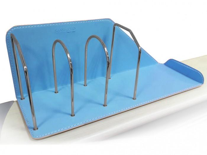 Mealux Подставка для книг KS-06Подставка для книг KS-06Mealux Подставка для книг KS-06 поможет поддерживать порядок на вашем столе.  Аккуратная строчка и качественная искусственная кожа, благодаря этому он лоток впишется в любой интерьер.<br>