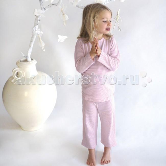 Merino Kids Пижама 2-3 годаПижама 2-3 годаПижама Merino Kids, выполненная из 100% тонкого мериносового волокна, подходит для сна ребёнка в любое время года.   Состоит из кофточки с длинным рукавом и штанишек с мягкой резинкой. Для удобства надевания кофточка имеет широкий ворот с запахом. Мягкое и эластичное мериносовое волокно не стесняет движений ребёнка во сне.  Воздушная прослойка, образуемая между слоями мериносового полотна, обеспечивает регулирование температуры и вся влага, создаваемая телом ребёнка, проходит через слои наружу. Это позволяет ребёнку оставаться в тепле, когда холодно, и в прохладе, когда жарко. Такие условия являются идеальными для сна малыша.  Материал: 100% шерсть мериноса Размер: 2-3 года Уход: деликатная машинная стирка и сушка<br>