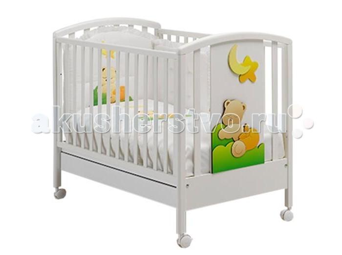 Детская кроватка MIBB BabiBabiДетская кроватка MIBB Babi   Уже 46 лет итальянская компания Mibb заботится о комфорте своих маленьких клиентов. Каждое изделие выполнено с особым вниманием и любовью к детям.  Детская кроватка Mibb Babi сделана из массива бука. Благодаря применению этого экологически чистого и прочного материала мебель сохранит первозданный вид и прослужит не одно десятилетие.  Все детали кроватки имеют идеально отполированные поверхности, которые обработаны нетоксичными лаками и красками. Высококачественное покрытие, обладающее защитными и декоративными свойствами, устойчиво к внешним воздействиям.  Лакокрасочные материалы не вызывают аллергических реакций и безопасны для здоровья вашего ребенка. У Mibb Babi отсутствуют острые углы, что значительно повышает безопасность эксплуатации кровати.  Ваш кроха не получит ни ушибов, ни ссадин. Глянцевое покрытие защитит малыша от болезненных заноз. Детская кроватка Mibb Babi оснащена четырьмя колесами, два из которых имеют фиксатор.  Вращающиеся колеса помогают перемещать кроватку по комнате, а фиксирующий механизм делает Mibb Babi неподвижной.  Ортопедическое ложе, которое состоит из деревянных реек, позволяет поддерживать позвоночник ребенка в анатомически правильном положении. Дно можно отрегулировать в двух положениях по высоте.  Фасады кроватки сделаны из ламинированного МДФ. Mibb Babi оборудована вместительным ящиком из ДСП для хранения белья и предметов, необходимых для ухода за ребенком.  Спинки кроватки украшены аппликацией в виде медвежонка и красивыми накладками в форме луны и звездочки. Детская кроватка Mibb Babi создаст особую атмосферу домашнего уюта.<br>