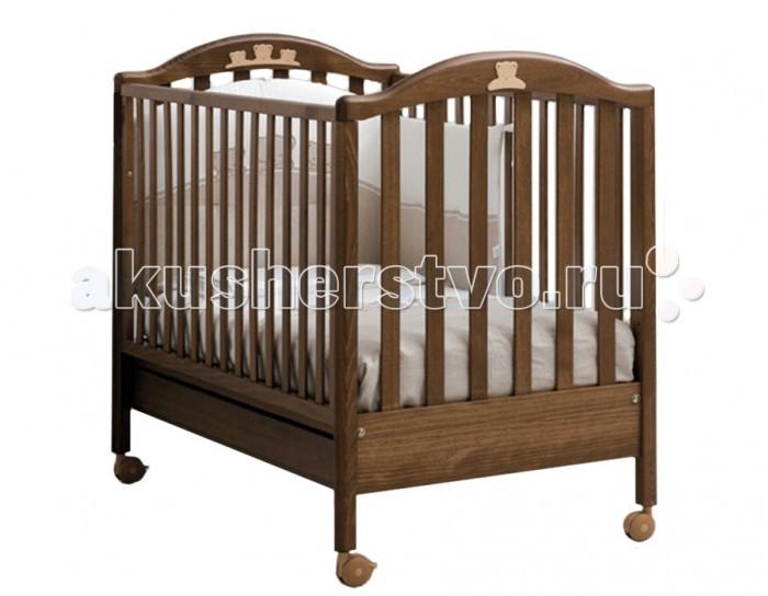 Детская кроватка MIBB TenderTenderДетская кроватка MIBB Tender   Детская кроватка Mibb Tender - это классическая кровать, которая будет способствовать безопасному и спокойному сну малыша. Кроватка отлично вписывается в современный дизайн детской комнаты и станет ее достоянием.  Резные аппликации в виде мишек замечательно украшают кроватку и дополняют ее. Кроватка подходит для детей с рождения и до 3-х лет. Для удобного укладывания малыша предусмотрено опускание передней стенки.  Ложе устанавливается в 2-ух положениях по высоте в зависимости от возраста ребенка. Для безопасности крохи рейки боковин находятся оптимальном расстоянии.  Верхняя часть бортиков с силиконовыми накладками, которые предотвращают травмы десен во время прорезывания зубов и сохраняют внешний вид кроватки.  Вместительный ящик внизу кроватки подходит для хранения постельных принадлежностей или игрушек. Четыре роликовых колеса делают кроватку маневренной и не царапают напольное покрытие.  На двух колесах имеются тормозные фиксаторы, которые надежно удерживают кроватку на месте.  Характеристики: от рождения до 3-х лет опускающаяся боковая стенка вместительный ящик для постельного белья или игрушек 4 роликовых колеса со стояночным тормозом аппликация в виде мишек 2 уровня ложа  Материалы: массив бука ящик из МДФ краски, лаки, клей (нетоксичные, безвредные) устойчивые к воздействию влаги.<br>