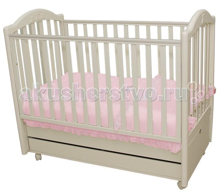 Детская кроватка MIBB Tender продольный маятникTender продольный маятникДетская кроватка MIBB Tender продольный маятник - подходит для новорожденных детей. Кровать позволит малышу чувствовать себя максимально комфортно во время сна. За счет современного дизайна она идеально подойдет для детской и позволит сделать стилистический акцент.   Аппликации в виде медвежат служат отличным украшением кроватки. Передняя стенка опускается и обеспечивает максимально легкий доступ к малышу. Два положения ложа позволят подстраивать кроватку под возраст ребенка. Рейки боковин имеют оптимальное расстояние, безопасное для малыша. Бортики оснащены силиконовыми накладками, которые уберегут ребенка от травм. Большой ящик внизу кроватки позволит хранить детские вещи. А роликовые колеса обеспечат легкое перемещение кроватки по квартире.   Особенности: материал - массив бука ящик - МДФ краски, лаки, клей - нетоксичные, влагоустойчивые продольный маятниковый механизм качания опускающаяся боковая стенка вместительный ящик для постельного белья или игрушек 4 роликовых колеса со стояночным тормозом аппликация в виде мишек спальное место регулируется в 2-х положениях, в зависимости от возраста ребенка безопасное для ребенка расстояние между вертикальными планками боковушек и спинки<br>