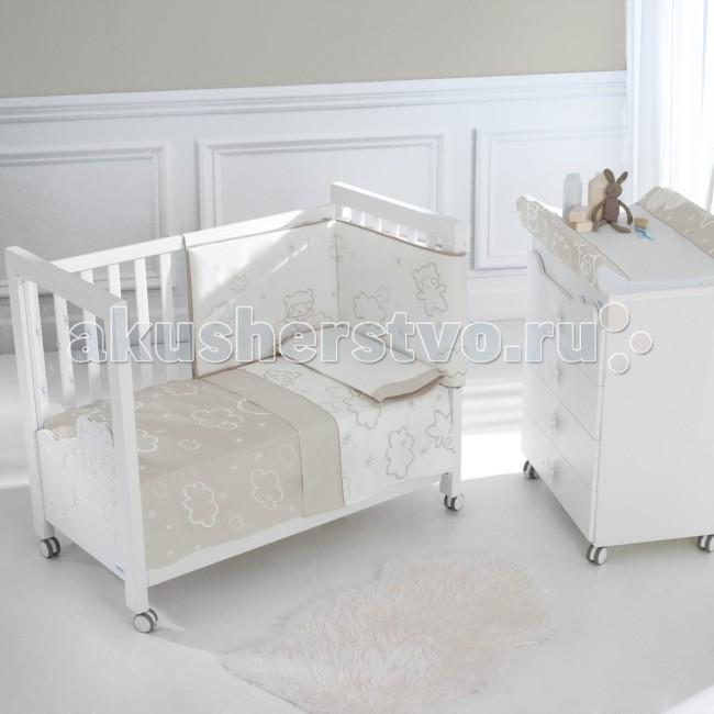 Комплект в кроватку Micuna Бортики и покрывало Dolce Luce 120х60Бортики и покрывало Dolce Luce 120х60Набор Micuna Dolce Luce покрывало+борт 120x60   Коллекция текстиля для детской комнаты от испанской компании Micuna создана из натурального хлопка самой тонкой выделки. Нежная, гипоаллергенная ткань благоприятна для кожи малышей. Она легко стирается и быстро сохнет. Наполнитель мягких бортиков – холлофайбер – состоит из пустотелых полиэстеровых волокон, скрученных в форме пружин. Обеспечивает лучшую, чем синтепон, теплоизоляцию и меньше слёживается. Текстиль Micuna – гарантия настоящего качества.   Основные характеристики: 100% хлопок наполнитель – холлофайбер благоприятно для кожи гипоаллергенные материалы и краски мягкие бортики  Размер бампера (ДхВ): 180х40 см.<br>