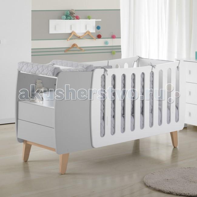 Детская кроватка Micuna Harmony 120х60Harmony 120х60Детская кроватка Micuna Harmony 120х60 – это стильно, современно и функционально.   Для активных и оригинальных родителей, которые не боятся экспериментировать в интерьере детской комнаты, испанская компания Micuna представляет новую кроватку Harmony. В первые месяцы кровать-трансформер будет служить удобной колыбелькой – в ней малышу будет намного уютнее, чем в детской кроватке стандартных размеров. Рядом с колыбелью – тумба для хранения вещей и постельных принадлежностей, она входит в комплект трансформера. Когда же малыш чуть подрастёт, колыбельку легко и быстро можно превратить в обычную детскую кроватку, а тумба станет отдельным самостоятельным предметом мебели. Micuna Harmony: позволяет по-новому взглянуть на привычное.  Для изготовления кроваток для детей и новорождённых испанская компания Micuna использует только экологически чистые материалы – они надёжны, долговечны и абсолютно безопасны для малышей. В основе мебели – массив бука или сосны. Элементы выполняются из МДФ – современного аналога ДСП, более практичного, не содержащего фенол и эпоксидные смолы. Все покрытия, используемые при изготовлении кроваток, нетоксичные – водная основа краски, лаков и клея не создаёт вредных испарений и безвредна для окружающих.   Не секрет, что в первые месяцы серьёзный дискомфорт малышам доставляет срыгивание после грудного кормления, особенно в период болезни или простуженного состояния. В этих случаях педиатры советуют немного приподнимать матрас – это поможет предотвратить спазмы и улучшит дыхание ребёнка. Специально для этого компания Micuna разработала систему Relax, которая характеризуется своей удивительной простотой. Теперь Вы можете регулировать уровень наклона ложа легко и быстро, не снимая матрас и постельное бельё.  Преимущества Relax: облегчает дыхание малыша при простуде снижает риск удушья в случае срыгивания снижает накопление газов значительно снижает риск «синдрома внезапной смерти»  Особенности: кроват