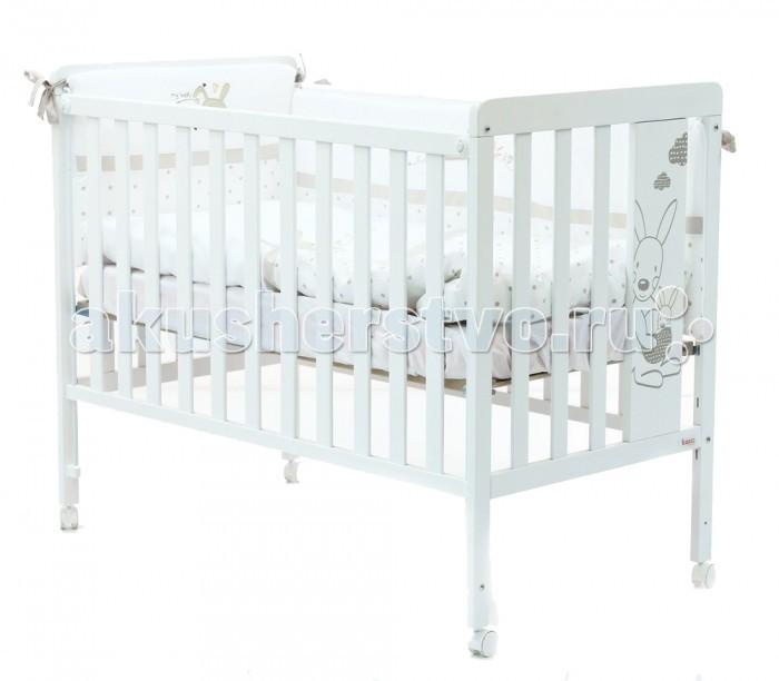 Детская кроватка Micuna Kangaroo 120х60 + матрас полиуретановый СН-620Kangaroo 120х60 + матрас полиуретановый СН-620Детская кроватка Micuna Kangaroo 120х60 + матрас полиуретановый СН-620 замечательно впишется в интерьер детской комнаты, кроватка веселая и очень красивая.  Кроватки испанской компании Micuna изготавливаются в Валенсии из экологически чистых материалов. В первую очередь, это бук – традиционное дерево для мебели и музыкальных инструментов. Элементы из МДФ – материала, созданного без применения эпоксидных смол и фенола на основе природного полимера лигнина, дополняют конструкцию. Краски и лак, которыми покрывают кроватки, приготовлены из натуральных компонентов и не создают вредных испарений.  Основные характеристики: материал: бук, МДФ бортик кроватки регулируется по высоте или полностью снимается – кроватку можно превратить в диванчик ложе регулируется по высоте – 2 позиции закрытые болты и шурупы, безопасные для детских пальчиков колёсики со стопором – кровать легко перемещать по квартире и фиксировать на месте матрас: 117х57 см (полиуретановый, входит в комплект) дополнительная опция – качалка (приобретается отдельно) в комплект не входит ящик для кровати (можно заказать дополнительно)<br>