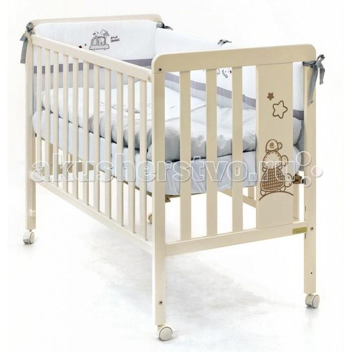 Детская кроватка Micuna Promotortuguitas с матрасом 120х60Promotortuguitas с матрасом 120х60Детская кроватка Micuna Promotortuguitas с матрасом 120х60 замечательно впишется в интерьер детской комнаты, кроватка веселая и очень красивая.  Кроватки испанской компании Micuna изготавливаются в Валенсии из экологически чистых материалов. В первую очередь, это бук – традиционное дерево для мебели и музыкальных инструментов. Элементы из МДФ – материала, созданного без применения эпоксидных смол и фенола на основе природного полимера лигнина, дополняют конструкцию. Краски и лак, которыми покрывают кроватки, приготовлены из натуральных компонентов и не создают вредных испарений.  Особенности: материал: бук, МДФ бортик кроватки регулируется по высоте или полностью снимается – кроватку можно превратить в диванчик ложе регулируется по высоте – 3 позиции закрытые болты и шурупы, безопасные для детских пальчиков колёсики со стопором – кровать легко перемещать по квартире и фиксировать на месте дополнительная опция – качалка (приобретается отдельно) в комплект не входит ящик для кровати (можно заказать дополнительно)<br>