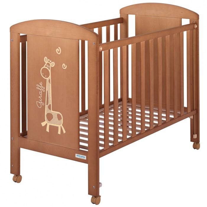 Детская кроватка Micuna Sabana 120х60Sabana 120х60Детская кроватка Micuna Sabana 120х60 выполнена из натурального бука, покрыта безвредными для детского здоровья красками и лаками из натуральных компонентов на водной основе  Для изготовления кроваток для детей и новорождённых испанская компания Micuna использует только экологически чистые материалы – они надёжны, долговечны и абсолютно безопасны для малышей. В основе мебели – массив бука или сосны. Элементы выполняются из МДФ – современного аналога ДСП, более практичного, не содержащего фенол и эпоксидные смолы. Все покрытия, используемые при изготовлении кроваток, нетоксичные – водная основа краски, лаков и клея не создаёт вредных испарений и безвредна для окружающих.  Особенности: бортик кроватки опускается ложе регулируется по высоте – 2 позиции посредством снятия бортика кроватка легко превращается в диванчик материал: бук, МДФ в комплект не входит ящик для кровати, но его можно заказать дополнительно<br>