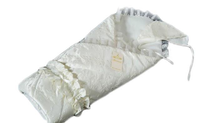Мой Ангелок Конверт-одеяло на выписку ЗолотцеКонверт-одеяло на выписку ЗолотцеКонверт-одеяло Мой ангелок Золотце приятно выделяется на фоне классических решений, привлекая внимание своим выдержанным шиком, лаконичной элегантностью и красотой.  Ничего лишнего и в то же время все очень опрятно и выразительно.  Одеяло-конверт теплое и просторное, классической формы, может использоваться в повседневной жизни для обеспечения комфорт малышу Конверт выполнен из сатина – плотной хлопковой ткани, декорирован кружевными рюшами и красивым поясом, а в качестве мягкого теплоизолирующего наполнителя используется экологичный файберпласт – один из немногих стандартизированных материалов, одобренных нормами ЕС Также в комплекте с конвертом идет нарядный чепчик Такой конверт прослужит долго, является классическим решением  Размер 100х100 см  Материал - сатин, вышивка  Допустима машинная стирка при 30-40 °С<br>
