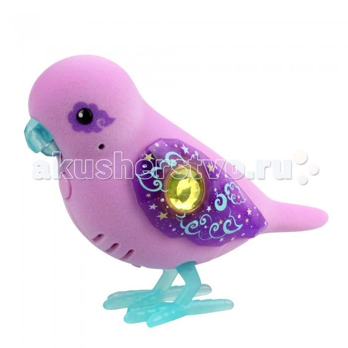 Интерактивная игрушка Little live Pets Птичка ast28350Птичка ast28350Moose (LLP+WP) Интерактивная птичка Little Live Pets  станет настоящим сюрпризом для вашего ребенка. Нежная птичка с черными глазками-пуговками имеет восхитительные крылышки, расписанные яркими узорами и украшенные ярким драгоценным камнем. Красивые лапки и клюв птички добавляют ей контрастности.   Птичка умеет двигать клювом, петь песенки, а также ребенок может ее просто погладить и посмотреть на ее реакцию. На груди птички есть специальная кнопка, нажав на которую, вы услышите ее пение.   В комплекте: 1 птичка Для работы потребуются две батарейки ААA.<br>