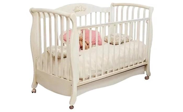 Детская кроватка Можга (Красная Звезда) Елизавета С-553 140х70Елизавета С-553 140х70Елизавета С-553 - королевская кроватка, рассчитанная на самый взыскательный вкус и выполненная в оригинальном дизайне, сочетает в себе все необходимые для удобства мамы и малыша функции.   Материал: массив твердолиственных пород древесины.  Отделка красителями на водной основе, применяются безопасные полиуретановые лаки и эмали.  Тип: колёсная опора со стопорами.   Увеличенное ложе кроватки (140х70 см) регулируется по высоте в двух положениях. Открытый ящик для хранения детских принадлежностей и игрушек. Мы применяем на верхней планке бокового ограждения защитную накладку,которая защитит кроватку от острых зубов малыша и вместе с тем предохранит от повреждения десны и зубки малютки.   В данной модели кровати установлены 2 подпружиненные стойки, которые можно легко убрать, чтобы ребенок мог самостоятельно укладываться спать. Сняв боковое ограждение, кроватка с легкостью превращается в изящный детский диванчик.   Кроватка выгодно отличается от своей предшественницы Елизаветы С550 тем, что данная модель С553 имеет дополнительное низкое ограждение, чтобы подросший малыш проявлял большую самостоятельность.   Кроватка декорируется аппликацией Бабочки №27 или Виноградные листья №52   Вес: 42,4 кг Размер:  Длина 157см х Ширина 77см х Высота 113 см.  Размер ложа: 140см х 70см. Объем: 0,214 куб.м.<br>