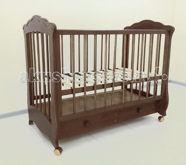 Детская кроватка Можгинский лесокомбинат КаролинаКаролинаДетская кроватка Можгинский лесокомбинат Каролина отлично впишется в интерьер любой детской комнаты благодаря широкой цветовой гамме.  Особенности: размер матраса: 120х60 см; три уровня ложа; три уровня опускания передней подвижной стенки; колеса, опора на ножках; съемная передняя стенка со съемными палочками; скрытый механизм опускающегося бокового ограждения; выдвижной закрытый ящик, разделенный перегородкой пополам; передняя стенка со съемными ламелями; материал: натуральная древесина (береза); сертификат экологической безопасности<br>