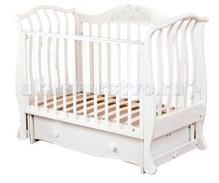 Детская кроватка Можга (Красная Звезда) Юлиана С-878 поперечный маятникЮлиана С-878 поперечный маятникДетская кроватка Можга (Красная Звезда) Юлиана С-878 поперечный маятник  Поистине королевская кроватка, рассчитанная на самый взыскательный вкус и выполненная в оригинальном дизайне, сочетает в себе все необходимые для удобства мамы и малыша функции.  Стильный внешний вид с изящными линиями, повторяющими форму раскрывшегося цветка и возможность трансформирования в детский диванчик позволят кроватке занять центральное место в любой детской комнате.   Материал: массив твердолиственных пород древесины. Отделка красителями на водной основе, применяются безопасные полиуретановые лаки и эмали.  Тип: маятниковый механизм поперечного качания.  Ортопедическое ложе кроватки регулируется по высоте в трех положениях.  Закрытый глубокий ящик для хранения детских принадлежностей и игрушек исключит запыление.  Не секрет, что ребенок любит попробовать все на зуб, поэтому мы применяем на верхней планке бокового ограждения защитную накладку,которая защитит кроватку от острых зубов малыша и вместе с тем предохранит от повреждения десны и зубки малютки.  Для того, чтобы опустить боковое ограждение нужно одновременно отжать ручки с обеих сторон ограждения.  В данной модели кровати установлены 2 подпружиненные стойки, которые можно легко убрать, чтобы ребенок мог самостоятельно укладываться спать.  Сняв боковое ограждение, кроватка с легкостью превращается в изящный детский диванчик.<br>