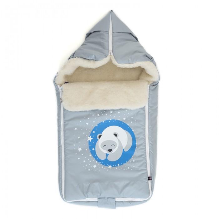 Зимний конверт Mr Sandman BearЗимние конверты<br>Mr Sandman Зимний конверт Bear - теплый конверт с капюшоном, прорезями для ремней безопасности и застежками на молнии. Внутренний слой - натуральная овечья шерсть, слой утеплителя, внешний слой - водооталкивающая не продуваемая ткань.  Основа из натуральной овечьей шерсти позволяет использовать конверт и в морозные дни, и в более теплую погоду. Шерсть в комплексе с самой современной мембраной ShelterKids придают конверту свойства «термоса» - внутри всегда будет поддерживаться комфортный для ребёнка микроклимат.  Особенности: Конверт-трансформер: в люльку, в коляску, на санки, теплый одеяло-плед. Две надежные молнии типа «трактор» Дополнительный клапан для защиты лица от ветра Ткань DEWSPO(Дюспо) не продувается, не промокает, не шуршит Мех (натуральная овечья шерсть) и утеплитель ShelterKids гарантия идеального микроклимата Материал верха: Дюспо Dewspo (100% ПЭ)  Подкладка: Натуральная овечья шерсть (80% Шерсть, 20% ПЭ)  Мембрана: Shelter Kids (плотность 200г/кв.м)  Размер: 80х45 см