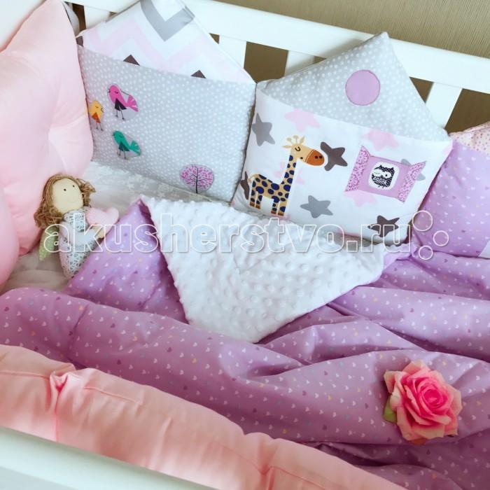 Комплект в кроватку Mummys Hugs Домики (11 предметов)Домики (11 предметов)Mummys Hugs Комплект в кроватку Домики - очаровательный комплект, выполненный в нежных оттенках, станет прекрасным украшением для кроватки вашего малыша.   Комплект состоит из всего самого необходимого, что может понадобиться вашему малышу для крепкого и здорового сна в первые годы жизни.   В комплекте:  бортики-подушки 8 штук 30х30 см, борт 1 шт. 120*30 см, простынь на резинке 120х60+15 см, одеяло двустороннее 100х120 см. Бортики выполнены из 100% хлопка. Гипоаллергенный наполнитель холлофайбер, одобренный для новорожденных, не сминается и не деформируется при стирке.  Уход: деликатная стирка при температуре максимум 30 градусов. Подробная инструкция по уходу прилагается к каждому изделию.<br>