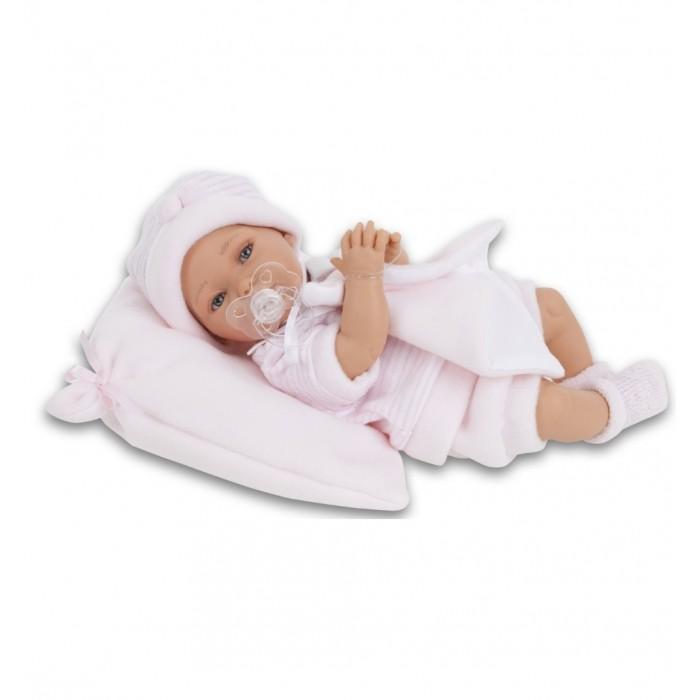 Munecas Antonio Juan  Кукла Марти озвученная 29 смКукла Марти озвученная 29 смКукла-младенец Марти выглядит совсем как ребенок. Она одета в костюмчик с шапочкой, дополнена подушечкой.  Личико сделано с детальными прорисовками. Образы малышей Мунекас разработаны известными европейскими дизайнерами. Они натуралистичны, анатомически точны, с подвижными ручками и ножками, копируют настоящих младенцев.  Малыш умеет разговаривать: нажмите на животик 1 раз - кукла засмеется, 2-ой раз - кукла скажет мама, 3-ий раз - скажет папа.   Кукла с виниловыми подвижными ручками, ножками и головой, и мягконабивным туловищем.   Кукла упакована в красивую подарочную коробку.  Куклы Antonio Juan Munecas существуют уже более 40 лет и пользуется заслуженной популярностью в Европе. Куклы производятся исключительно в Испании, из высококачественных материалов, безвредных для ребенка. Образы кукол разрабатываются ведущими Европейскими дизайнерами, они высокохудожественны, натуралистичны (девочки/мальчики), одеты в красивую современную одежду, сшитую из натуральных тканей. Упакованы в стильные фирменные коробки.  В наш век технического прогресса классические куклы Антонио Хуан, с милыми добрыми детскими чертами не перестают пользоваться популярностью, а способность разговаривать, смеяться и плакать делает их вполне современными и интересными даже для самых «продвинутых» деток.<br>