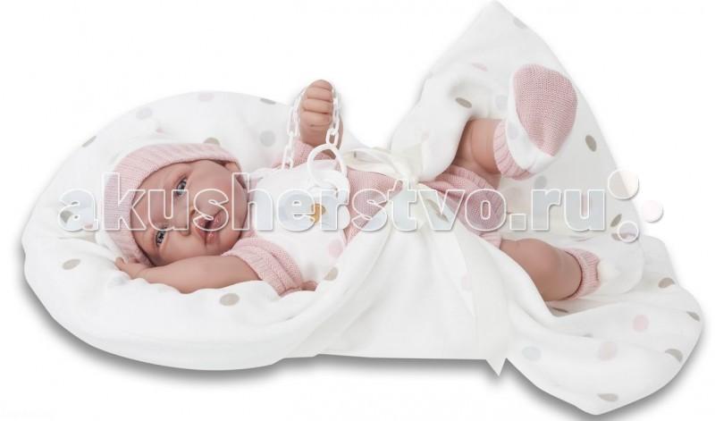 Munecas Antonio Juan  Кукла Санти озвученная 40 смКукла Санти озвученная 40 смКукла-младенец Санти выглядит совсем как ребенок. Она одета в костюмчик с шапочкой, дополнена одеяльцем.  Личико сделано с детальными прорисовками. Образы малышей Мунекас разработаны известными европейскими дизайнерами. Они натуралистичны, анатомически точны, с подвижными ручками и ножками, копируют настоящих младенцев.  Малыш умеет разговаривать: нажмите на животик 1 раз - кукла засмеется, 2-ой раз - кукла скажет мама, 3-ий раз - скажет папа.   Кукла с виниловыми подвижными ручками, ножками и головой, и мягконабивным туловищем.   Кукла упакована в красивую подарочную коробку.  Куклы Antonio Juan Munecas существуют уже более 40 лет и пользуется заслуженной популярностью в Европе. Куклы производятся исключительно в Испании, из высококачественных материалов, безвредных для ребенка. Образы кукол разрабатываются ведущими Европейскими дизайнерами, они высокохудожественны, натуралистичны (девочки/мальчики), одеты в красивую современную одежду, сшитую из натуральных тканей. Упакованы в стильные фирменные коробки.  В наш век технического прогресса классические куклы Антонио Хуан, с милыми добрыми детскими чертами не перестают пользоваться популярностью, а способность разговаривать, смеяться и плакать делает их вполне современными и интересными даже для самых «продвинутых» деток.<br>