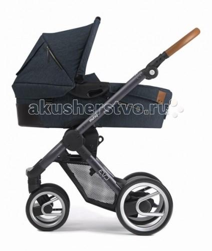 Коляска Mutsy Evo 2 в 1Evo 2 в 1Коляска Mutsy Evo New 2 в 1 - это универсальная система для детей с рождения. Помимо легкой люльки и функционального прогулочного сидения, в комплект входит набор аксессуаров, которые необходимы мамочке на прогулке. Модель имеет относительно небольшой вес.  Данная модель отличается современным дизайном и качеством исполнения. Поставляется как с резиновыми, так и с пластиковыми колесами.   Прогулочное сиденье можно устанавливать в 2х направлениях, таким образом чтобы малыш мог видеть маму или познавать мир вокруг. Суставы сложения шасси усилены металлическими вставками.  Спальная люлька: быстро и легко снимается с шасси на капюшоне имеется окошко кармашки для различных мелочей ручка для переноски  Шасси и прогулочное сидение: кожаная ручка прогулочное сидение устанавливается в обе стороны коляска складывается с сидением и без сидения имеется специальная ручка для переноски коляски ручка имеет 4 положения подножка регулируется передние колеса поворотные размер капюшона прогулочного сидения регулируется застежкой-молнией суставы сложения усилены металлическими вставками<br>