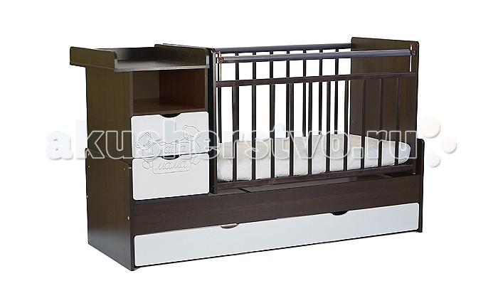 Кроватка-трансформер Наша Мама Джулия маятник поперечныйДжулия маятник поперечныйКроватка-трансформер Наша Мама Джулия маятник поперечный  Детская кроватка-трансформер Джулия со встроенным комодом - очень удобное изобретение, поскольку сочетают в себе все самое необходимое: кроватка для новорожденного диванчик кровать подростковая и ко всему этому комод  и вместительный напольный ящик на колесиках  Кровать с поперечным маятниковым механизмом и 2-мя вместительными ящиками для хранения. Комод можно установить как с правой, так и с левой стороны. Два нижних выдвижных ящика на направляющих, такая конструкция удобна тем, что не взаимодействует с покрытием пола, а перегородка между ящиками придает кроватке дополнительную жёсткость. Имеется защитная накладка из ПВХ. Модель с поперечным маятниковым механизмом поможет укачать малыша, а если такой необходимости нет, то маятник можно зафиксировать стопором.   Все кроватки «Наша мама»  изготавливаются из натуральной березы. Эта порода идеально подходит для детской мебели. Благодаря гибкости и твердости, изделия из березы не подвержены изломам, вмятинам, что исключает травмирования ребенка и гарантирует достойный внешний вид кроватки в течение длительного времени.<br>