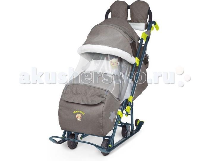 Санки-коляска Ника комбинированная В джинсовом стилекомбинированная В джинсовом стилеСанки-коляска Ника комбинированная В джинсовом стиле  Коляска комбинированная с трансформируемым кузовом позволяет передвигаться по любой дороге. Нажатием ноги на педаль опускаются колеса, и вы можете везти коляску по асфальту или по гладкому полу. Еще одно нажатие — коляска трансформируется в санки и снова скользить по снегу!  плоские полозья 40 мм. высокопрочный стальной цветной каркас. механизм смены полозьев на колеса (выдвижная колесная база). высокий складной трехсекционный козырек с увеличенной высотой по спинке позволяет чувствовать себя комфортно малышу в шапке с помпоном. козырек с меховой окантовкой. спинка регулируется до положения лежа. подножка для ног с регулируемым углом наклона, позволяющая ребенку в положении лежа комфортно вытягивать ножки. светоотражающий кант и элементы на чехле. широкое посадочное место 400 мм. чехол для ног с 2-мя молниями для удобного открывания с двух сторон. смотровое окошко для наблюдения за ребенком. яркий рисунок на чехле. съемный меховой матрасик и отделка мехом. рукавички с мехом. мягкая игрушка. трехточечный ремень безопасности. обрезиненные колеса на полозьях для удобной транспортировки.  НОВЫЕ ОПЦИИ:  перекидная ручка-трость. рычаги управления механизмом перемещения ручки находится у рукоятки. фиксация ручки автоматическая. карман на чехле для ножек с клапаном. бампер, обтянутый тканью в цвет чехла. новый дизайн сумки с кармашками для полезных мелочей. съемный прозрачный тент от ветра и дождя с двумя молниями, крепится к чехлу коляски на пуговицу для исключения продувания. возможность крепления тента на козырьке коляски с помощью пуговицы для удобства доступа к ребенку.<br>