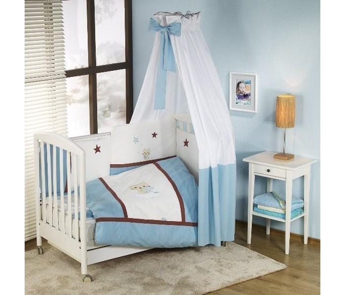Комплект в кроватку Nino Gatito (6 предметов)Gatito (6 предметов)Особенности Nino Gatito: детское постельное белье было разработано специально для того, чтобы обеспечить новорожденному спокойный сон, так необходимый для правильного развития. Особое внимание посвящено качеству и мягкости хлопчатобумажной ткани. Она характеризуется практичностью в использовании, а также простотой стирки и глаженья благодаря применению совершенной системы Easy Wash, обеспечивающей сохранение первоначальной формы борта.  Материал: 100% хлопок, наполнение - полиэстер  В комплекте 6 предметов:   пододеяльник (135 х 100)  наволочка (60 х 40)  одеяло (135 х 100)  подушка (60 х 40)  борт: 195 см (на половину кроватки)   простыня с резинкой<br>