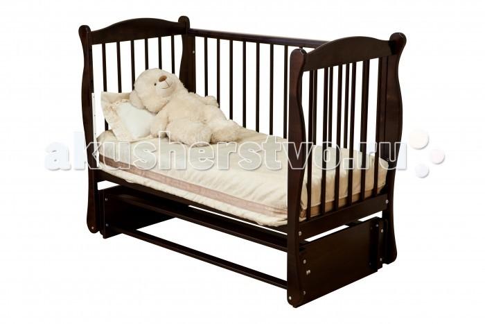 Детская кроватка Noony Wood Simple поперечный маятникWood Simple поперечный маятникДетская кроватка Noony Wood Simple поперечный маятник – это детская кровать-диванчик с маятником продольного качания, которая полностью повторяет мамины покачивания.   Возможна установка устройства автоматического качания с пультом, что удобно для мамы в ночное время.  Дно кроватки в виде реечных ламелей обладает ортопедическим эффектом и обеспечивает спокойный и здоровый сон малыша.  Боковая стенка, оснащена тремя съёмным рейками с пружинным механизмом, которые при необходимости вынимаются, чтобы малыш мог забираться в кроватку. А когда малыш подрастет можно снять переднею стенку, и кроватка превращается в изящный диванчик.  Три уровня высоты ложа и регулируемая по высоте боковая стенка значительно облегчают нагрузки на мамину спину, когда она укладывает малыша. Поэтому Noony Wood Simple отличается простотой ухода за ребенком и заботой о маме.<br>